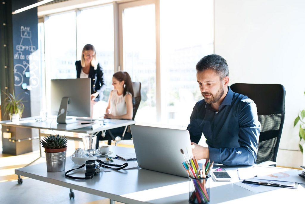 Jak faktoring może wspierać firmy z sektora MŚP?