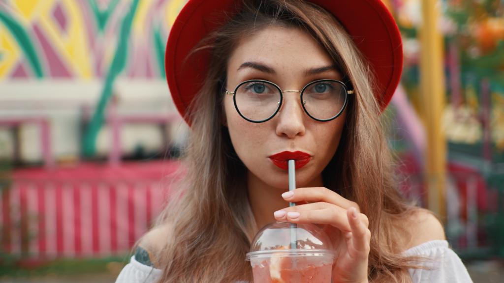 Oprawki do okularów damskich. Jakie są teraz w modzie?